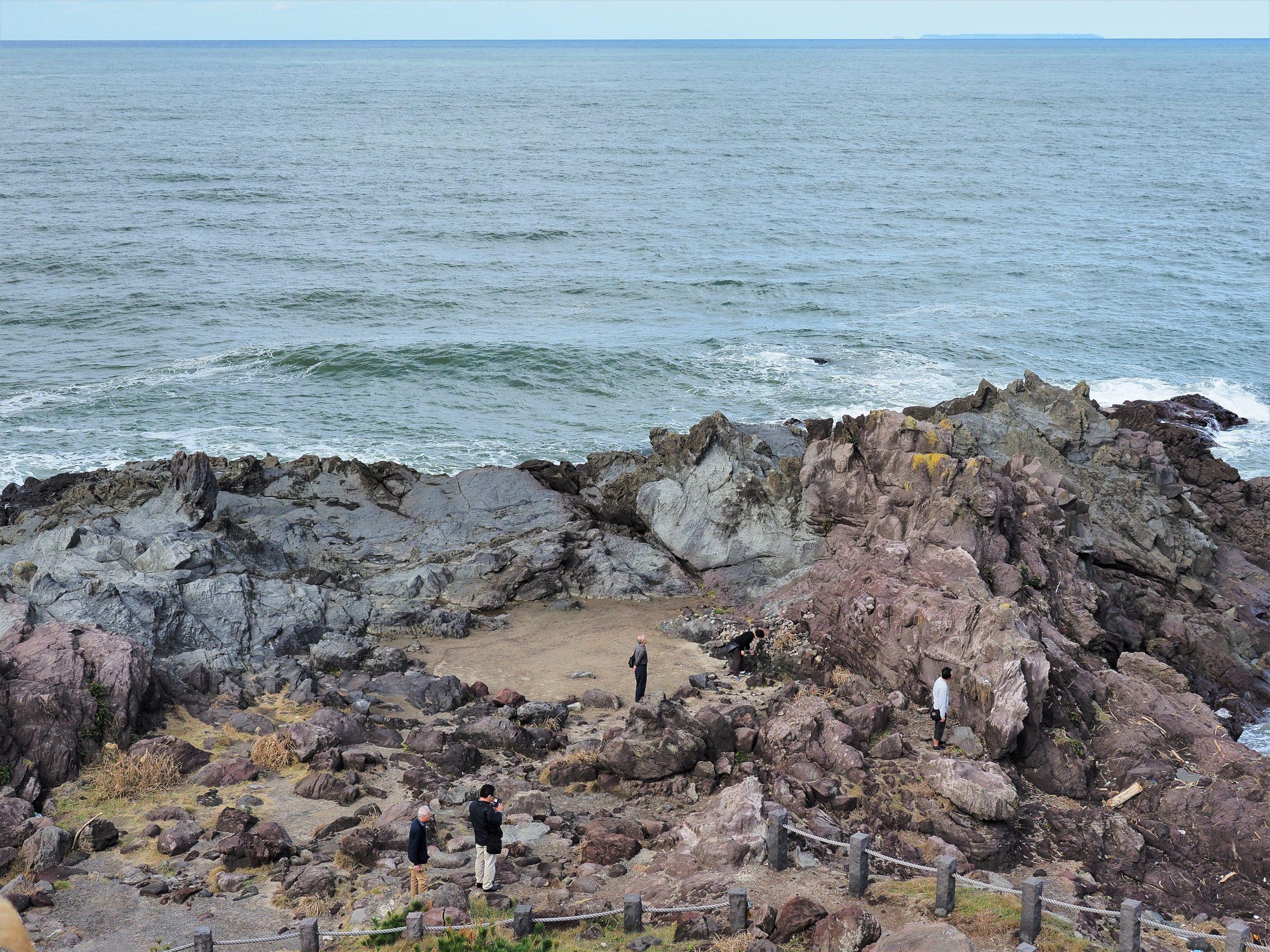山形県 十六羅漢岩